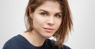 Glossier-Emily-Weiss-Biography-Married-Networth-Family-life