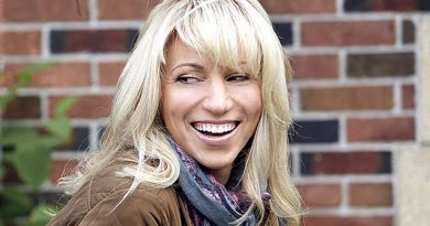 Debbie-Gibson-Biography-Career-Networth-Family