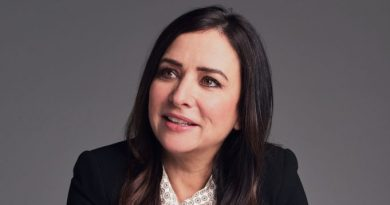 Pamela-Adlon-Biography-Married-Family-Life-Networth-Body-Measurement