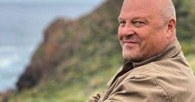 Micheal-Chiklis-Biography-Wiki-Career-Salary-Family-Wedding-Marriage