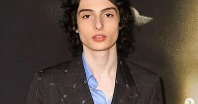 Finn-Wolfhard-Biography-Married-Relationship-Career-Salary-Networth-Education-Bodymeasurement