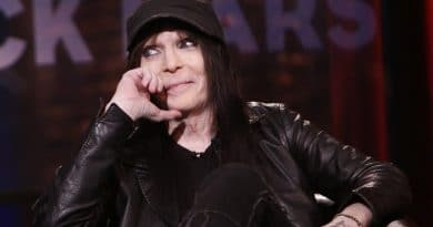 Mick-Mars-Wiki-Biography-Career-Family-Relationship-Networth-Education-Salary-networth