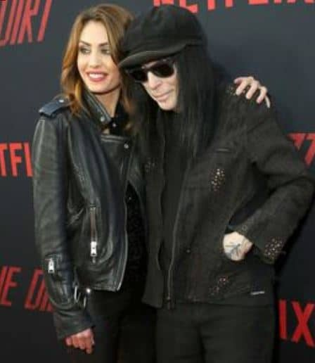Mick-Mars-with-his-girlfriend