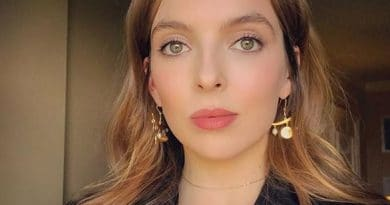 Jodie-Comer-Biography-Wiki-Education-Family-Career-Networth-Relationship-Salary